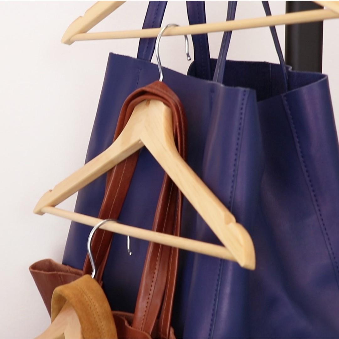 wohin mit den vielen taschen die besten ideen zur handtaschen aufbewahrung. Black Bedroom Furniture Sets. Home Design Ideas